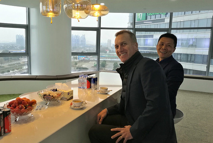 Alex Gruzen, CEO of WiTricity, and Mr. Chen Weidong, CEO of Anjie Wireless, had a friendly talk to better enhance technical coorperation and business development